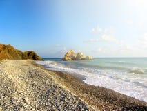 Παραλία αγάπης Βράχος Aphrodite ` s - τόπος γεννήσεως Aphrodite ` s κοντά σε Papho Στοκ Φωτογραφία