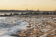 Παραλία απορριμάτων πάγου σε Fairhaven, Μασαχουσέτη στοκ εικόνες