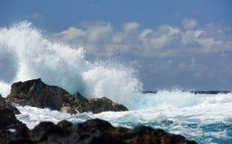 Παραλία βράχου του Miguel Σάο και μεγάλα μπλε κύματα Στοκ εικόνα με δικαίωμα ελεύθερης χρήσης