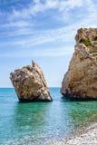 Παραλία βράχου Aphrodite ` s κοντά στο νησί της Κύπρου Στοκ φωτογραφία με δικαίωμα ελεύθερης χρήσης