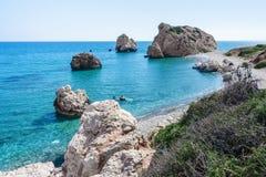 Παραλία βράχου Aphrodite ` s κοντά στο νησί της Κύπρου Στοκ Εικόνες