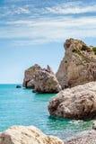 Παραλία βράχου Aphrodite ` s κοντά στο νησί της Κύπρου Στοκ Φωτογραφίες