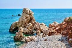 Παραλία βράχου Aphrodite ` s κοντά στο νησί της Κύπρου Στοκ εικόνα με δικαίωμα ελεύθερης χρήσης