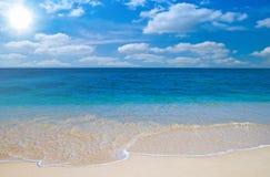 παραλία ηλιόλουστη Στοκ εικόνες με δικαίωμα ελεύθερης χρήσης
