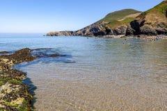 Παραλία και Pendinas Lochdyn Llangrannog στοκ εικόνες με δικαίωμα ελεύθερης χρήσης