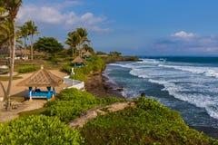 Παραλία κοντά στο ναό μερών Tanah - Μπαλί Ινδονησία Στοκ Εικόνες