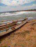 Παραλία με τη βάρκα στοκ φωτογραφία με δικαίωμα ελεύθερης χρήσης