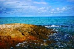 Παραλία με τους βράχους και τις πέτρες Koh Samet, Rayong, Ταϊλάνδη νησιών Samet Στοκ Εικόνα