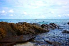 Παραλία με τους βράχους και τις πέτρες Koh Samet, Rayong, Ταϊλάνδη νησιών Samet Στοκ Φωτογραφία