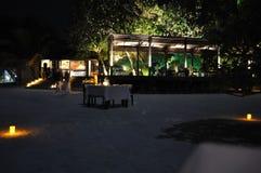 Παραλία νύχτας νησιών των Μαλδίβες Στοκ Εικόνα
