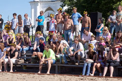 παραλία που φαίνεται πετοσφαίριση πρωταθλημάτων ανθρώπων Στοκ φωτογραφία με δικαίωμα ελεύθερης χρήσης