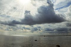 Παραλία πριν από τη θύελλα Στοκ φωτογραφία με δικαίωμα ελεύθερης χρήσης