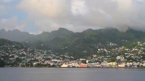 Παραλία, πόλη και βουνά Kingstown, Άγιος Vincent και Γρεναδίνες απόθεμα βίντεο