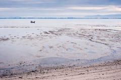 Παραλία στη χαμηλή παλίρροια Στοκ Φωτογραφία