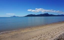 Παραλία στους τύμβους, βόρειο Queensland, Αυστραλία Στοκ φωτογραφία με δικαίωμα ελεύθερης χρήσης
