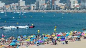 Παραλία στο μικρού χωριού Palamos Κόστα Μπράβα στην Ισπανία σε μια ηλιόλουστη θερινή ημέρα, χρονικό σφάλμα φιλμ μικρού μήκους