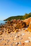 Παραλία στο Parque φυσική DA Arrabida, χερσόνησος του Setubal, λιμένας Στοκ Φωτογραφία