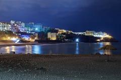 Παραλία της Φορμόζας Praia στο Φουνκάλ τη νύχτα Νησί της Μαδέρας στοκ εικόνα