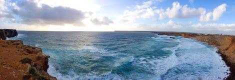 Παραλία του Αλγκάρβε με τον ωκεανό Στοκ Εικόνες