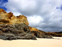 Παραλία του Αλγκάρβε με τον ωκεανό Στοκ εικόνες με δικαίωμα ελεύθερης χρήσης