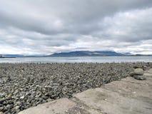 Παραλία 2017 τύμβων βράχου της Ισλανδίας Στοκ Εικόνα