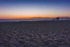 Παραλία φάρων μετά από το ηλιοβασίλεμα Στοκ εικόνα με δικαίωμα ελεύθερης χρήσης