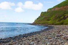 Παραλία χαλικιών κόλπων της Hana, Maui, Χαβάη Στοκ Φωτογραφίες
