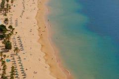 Παραλία arial - άνθρωποι στην παραλία άνωθεν Στοκ φωτογραφίες με δικαίωμα ελεύθερης χρήσης