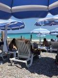 Παραλία Azur Γαλλία υπόστεγων μια θερινή ημέρα Στοκ Φωτογραφία