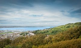 Παραλία Chesil, νησί ηλιοβασίλεμα του Πόρτλαντ, Dorset, UK πέρα από τη θάλασσα στοκ εικόνες με δικαίωμα ελεύθερης χρήσης