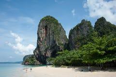 Παραλία Krabi Ταϊλάνδη σπηλιών Nang Phra Στοκ φωτογραφίες με δικαίωμα ελεύθερης χρήσης