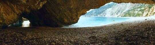 Παραλία Myrtos (Ελλάδα, Kefalonia, ιόνια θάλασσα) Στοκ εικόνα με δικαίωμα ελεύθερης χρήσης
