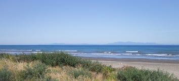 Παραλία Paraparaumu σε Kapiti, Ουέλλινγκτον, που κοιτάζει έξω πέρα από τη θάλασσα Tasman στο νότιο νησί της Νέας Ζηλανδίας στοκ εικόνες