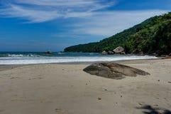 Παραλία Pedra DA Praia do Meio Trindade, στηθόδεσμος Ρίο ντε Τζανέιρο Paraty στοκ φωτογραφία με δικαίωμα ελεύθερης χρήσης