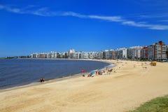 Παραλία Pocitos κατά μήκος της τράπεζας του Ρίο de Λα Plata σε Montevide Στοκ Εικόνα