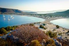 Παραλία Simos στο νησί Elafonisos στην Ελλάδα Το Elafonisos είναι ένα μικρό ελληνικό νησί μεταξύ της Πελοποννήσου και των Κύθηρα Στοκ εικόνες με δικαίωμα ελεύθερης χρήσης