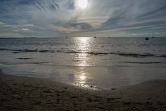 Παραλία Wailoaloa ηλιοβασιλέματος στοκ εικόνες