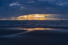 Παραλία Wailoaloa ηλιοβασιλέματος Στοκ εικόνα με δικαίωμα ελεύθερης χρήσης