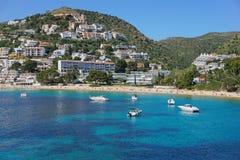 Παραλιακή πόλη και παραλία Καταλωνία της Ισπανίας Κόστα Μπράβα Στοκ φωτογραφία με δικαίωμα ελεύθερης χρήσης