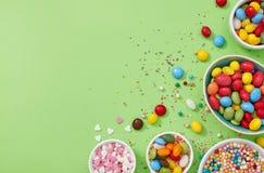 Παραλλαγή γλυκών σε πράσινο στοκ φωτογραφίες