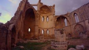 Παραμένει ελληνική Ορθόδοξη Εκκλησία του ST George που καταστρέφεται και που εγκαταλείπεται σε Famagusta απόθεμα βίντεο