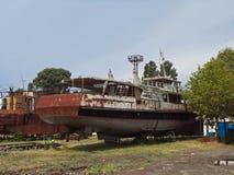 Παραμένει ενός εγκαταλειμμένου ναυπηγείου Στοκ Εικόνα