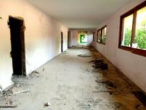 Παραμένει του εγκαταλειμμένου παραθαλάσσιου θερέτρου Saladi στην Πελοπόννησο Στοκ Εικόνα