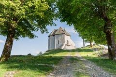 Παραμένει του οχυρού Sokolac στο χωριό Brinje, Κροατία Στοκ Εικόνα