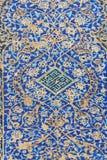 Παραμένει των διακοσμημένων μπλε κεραμιδιών μωσαϊκών στον τοίχο της εισόδου στο μπλε μουσουλμανικό τέμενος στο Ταμπρίζ Ιράν Στοκ φωτογραφίες με δικαίωμα ελεύθερης χρήσης