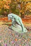 Παραμονή γλυπτών (1920) στο πάρκο Ujazdow της Βαρσοβίας, Πολωνία Στοκ εικόνα με δικαίωμα ελεύθερης χρήσης
