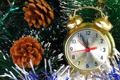 Παραμονή Πρωτοχρονιάς. Πριν από το νέο έτος πέντε λεπτά. Στοκ Εικόνες