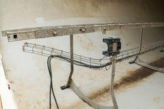 παραμορφώστε τη ζημία στην εσωτερική σκάλα αλουμινίου στον πύργο ανεμοστροβίλων στοκ φωτογραφίες