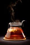 παρασκευάζοντας τσάι Στοκ Φωτογραφία