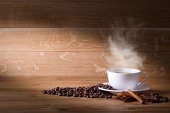 παρασκευασμένη φασόλια ζύμες επιλογή επίδρασης καφέ κέικ διεσπαρμένη επιπλέον πρόσφατα Στοκ Εικόνες